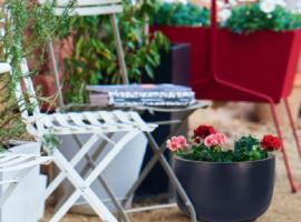 donica z bazaltu; ekskluzywna donica do hotelu; nowoczesna donica do ogrodu
